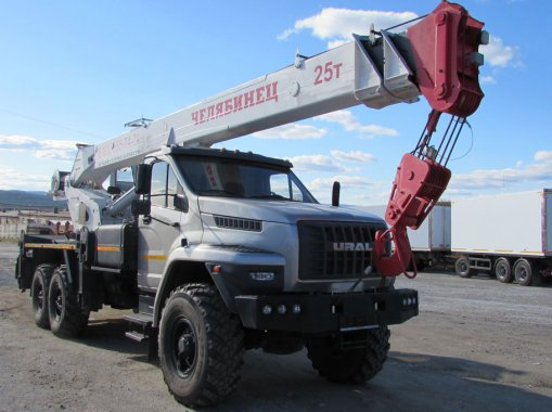 Автокран Челябинец 45721 на шасси Урал Next