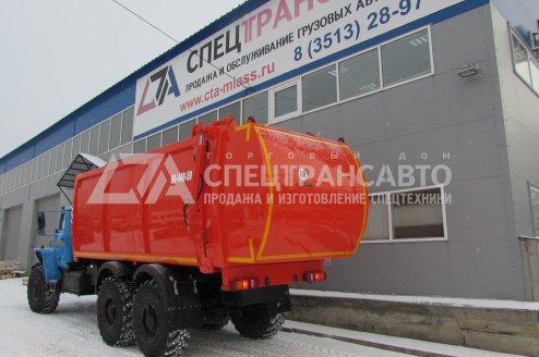 Фото: Мусоровоз КО-440 на шасси Урал 4320