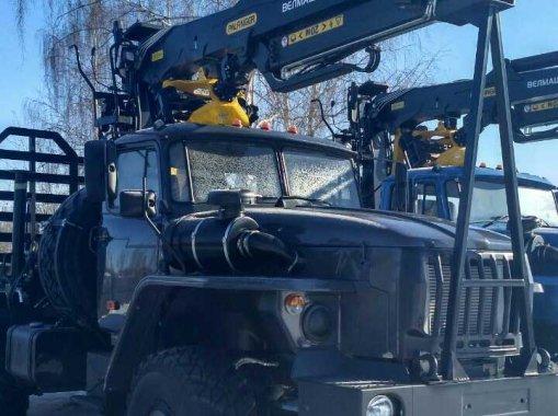 Лесовоз на шасси Урал 5557-60 с ГМ VM10L